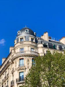 Que faut-il investir dans les actions et l'immobilier ?